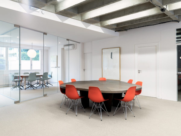 <span>Co. Concrete Office – Coworking – 175m2</span><i>→</i>